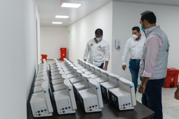 Gobernación de Santander entrega 38 camas hospitalarias y 74 monitores al Hospital Universitario de Santander